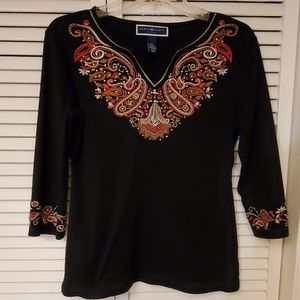 Karen Scott tee embellished w/ embroidered design